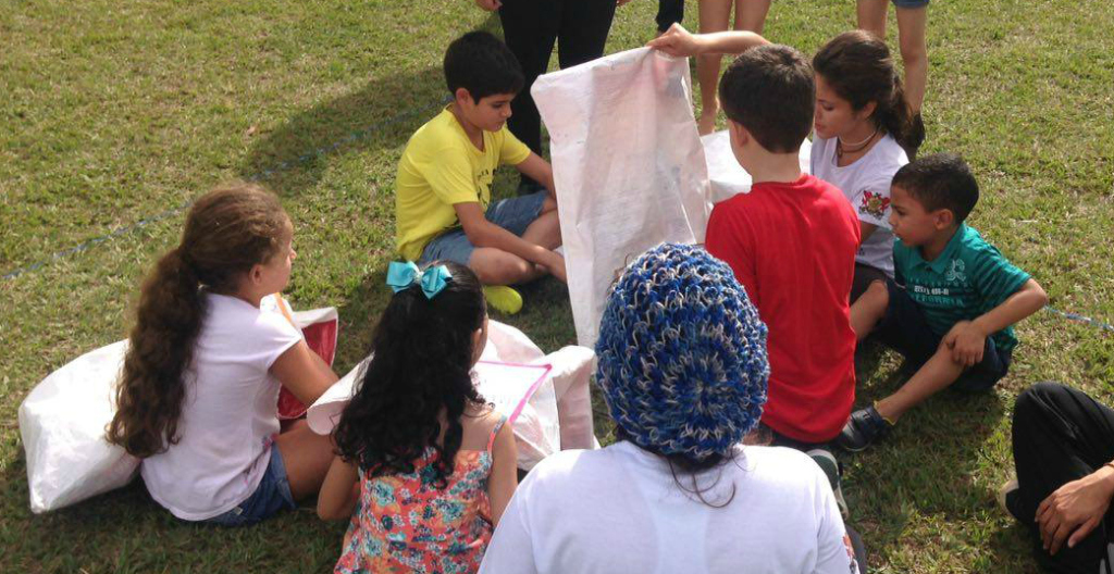 Projeto InterAção realiza atividadelúdica com a comunidade do Paraíso