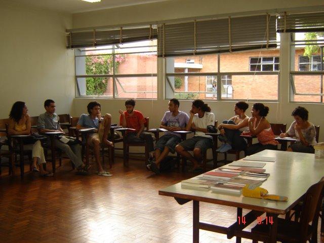 As aulas do Cursinho Popular acontecem no CEE, prédio em frente à Biblioteca Central.